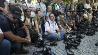 Jornalistas em homenagem a Santiago Andrade (AP)
