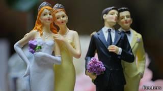 Пластиковые фигурки однополых пар
