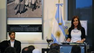 Ministro da economia Cristina Kirchner and Axel Kicillof (à esq.) e a presidente Cristina Kirchner (foto: AFP)