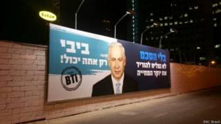Cartaz grupo BTI pede paz entre palestinos e judeus | Crédito: Guila Flint/BBC Brasil