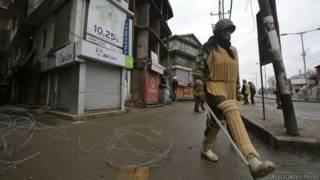 कश्मीर में कर्फ्यू (फाइल फोटो)