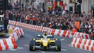 F1賽車經過倫敦市中心(資料照片)