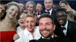 Da equerda para a direita: Jared Leto, Jennifer Lawrence, Channing Tatum, Meryl Streep, Julia Roberts, Ellen, Kevin Spacey, Brad Pitt, Lupita Nyong'o, seu irmão Peter, e Angelina Jolie