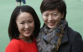 BBC記者日本人大井真理子(左)和中國媒體人劉海寧