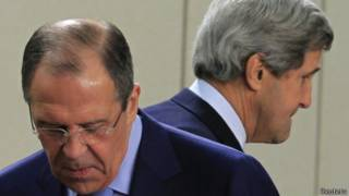 Госсекретарь США Джон Керри (справа) и министр иностранных дел РФ Сергей Лавров