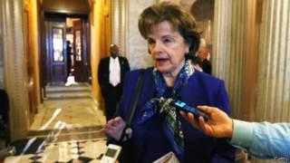 السيناتور ديان فاينستين تتحدث للصحفيين في مجلس الشيوخ الأمريكي يوم 11 مارس 2014