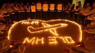 El mundo se mantiene en vilo por la desaparición del avión de Malaysia Airlines.
