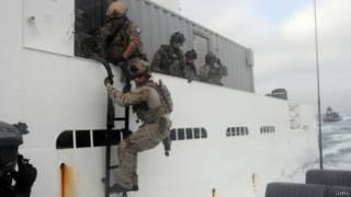 القوات الخاصة الأمريكية تستولي على ناقلة كانت تهرب النفط الليبي