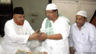 कांग्रेस नेता सोमेन मित्रा के साथ शाही इमाम मोहम्मद नुरूर रहमान बरकती