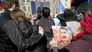 Ucranianos e etnia russa na Crimeia (Foto AP)