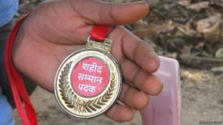 दंतेवाड़ा, बिंजाम गांव, प्लास्टिक के मैडल