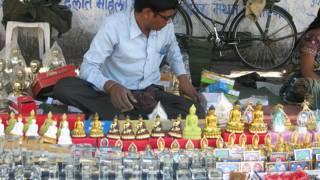 नागपुर में दीक्षा भूमि के बाहर सजी दुकान