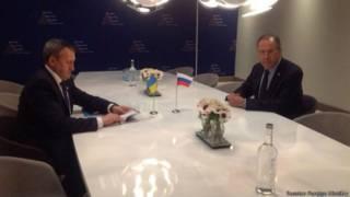 O chanceler russo, Sergei Lavrov, se reuniu com o ministro de relações exteriores ucraniano, Andriy Deshchytsia
