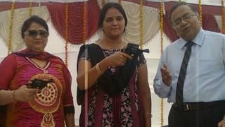 कानपुर फील्ड गन फैक्टरी से निर्भीक प्राप्त करने वाली महिलाएँ