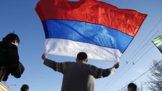 Protesto pró-Rússia no leste da Ucrânia, em 23 de março (AP)