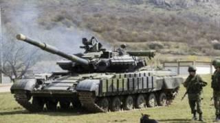 Российские танки и солдаты в Крыму