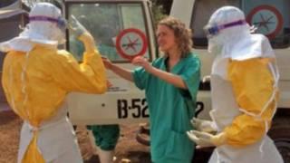 ماموران مبارزه با ایبولا