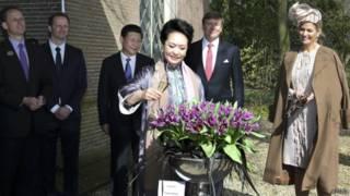 习近平访荷兰期间,彭丽媛在荷兰为新培育的郁金香命名。