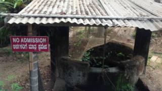 कर्नाटक के एक मंदिर का कुआं