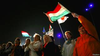"Сторонники партии ""Фидес"" митингуют в Будапеште 6 апреля 2014 года"