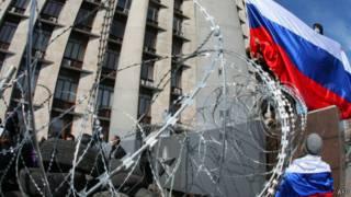 Пророссийские активисты в Донецке