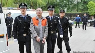 秦火火抵达法庭(2014年4月11日)