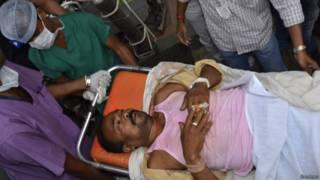 Homem ferido em explosão de bomba na Índia (Reuters)
