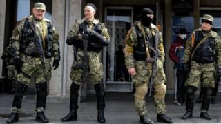 Вооруженные люди в камуфляже