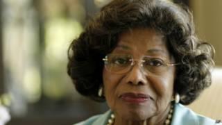 Katherine Jackson, yashaka ko ikigo AEG kimushumbusha amahera arenga umuriyaridi n'igice kubera urupfu rw'umuhungi wiwe
