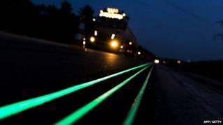 كشفت شركة هولندية النقاب عن علامات طرق تتوهج في الظلام