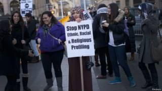 अमरीकी मुस्लिम महिला प्रदर्शन