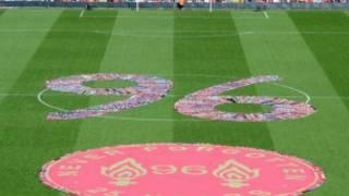 2.5万人参与了利物浦安菲尔德体育场的默哀悼念仪式。