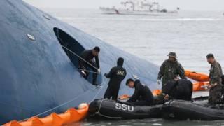 दक्षिण कोरिया में नौका दुर्घटना में बचाव कार्य