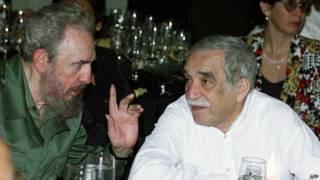 Fidel Castro e Gabriel García Márquez em  março de 2000 | Foto: AFP