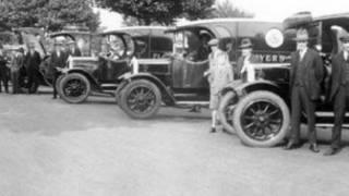 捲煙廠鼎盛時期老闆請工人外出度假(圖片由諾丁漢市政府提供)