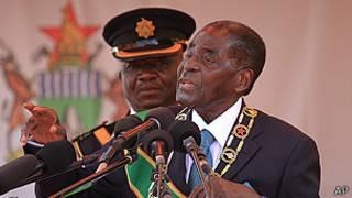 Robert Mugabe yikeka abamugambanira muri Zanu-PF