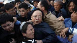 दक्षिण कोरिया परिवारों का रोषपूर्ण प्रदर्शन