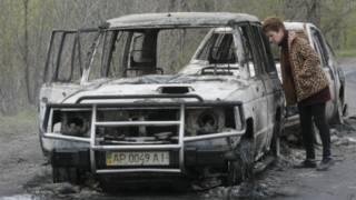 Carro queimado em Slovyansk (AP)