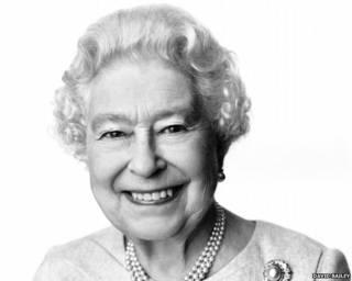 英國著名攝影師大衛•貝利拍攝的女王肖像