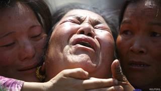 Familiares de uno de los guías muertos en la avalancha del viernes pasado