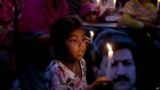 पाकिस्तान में हामिद मीर पर हुए हमले के विरोध में हो रहा प्रदर्शन