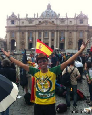 Amós Santiago no Vaticano no dia 26 de abril de 2014   Foto: Luís Barrucho / BBC Brasil