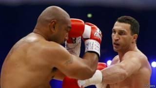Кличко и Леапаи на ринге