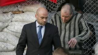 Observador internacional é libertado em Sloviansk | Foto: Reuters