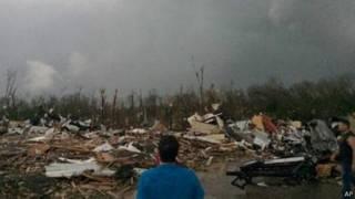 آثار الدمار واضحة بسبب الأعاصير التي ضربت عدة مدن في الولايات المتحدة الأمريكية