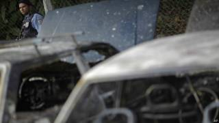 Carros queimados em protestos nos últimos dias no Rio (AP)