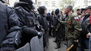 جون كيري يحث روسيا على مغادرة أوكرانيا في سلام