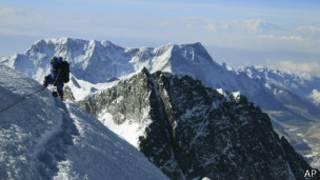 Альпинист в Гималаях