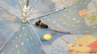 المجس مثبت بالمظلة