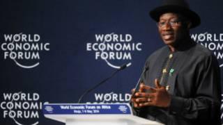 Shugaban Nigeria na jawabi a wajen taron a Abuja